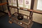 In solchen Gefäßen und auf solchen Tragen wurde dem Shogun jährlich Tee gebracht als eine Art Steuer